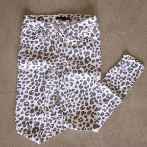 Snow Leopard Printed Skinny Jeans Size 0.